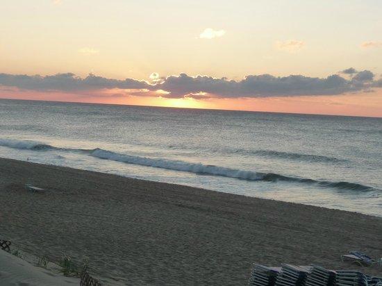 Wavecrest Oceanfront Resort : sunrise from our room