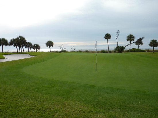 Robert Trent Jones Oceanfront Course: 10th green with ocean in background