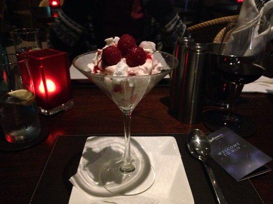 Radisson Blu Edwardian New Providence Wharf Hotel: Raspberry eaton mess