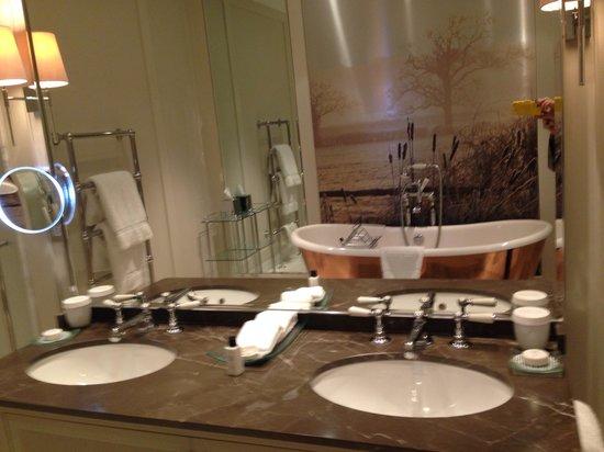 Coworth Park - Dorchester Collection: Bathroom