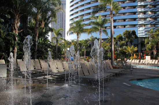 Marriott Marquis San Diego Marina: Fountains to entertain the children