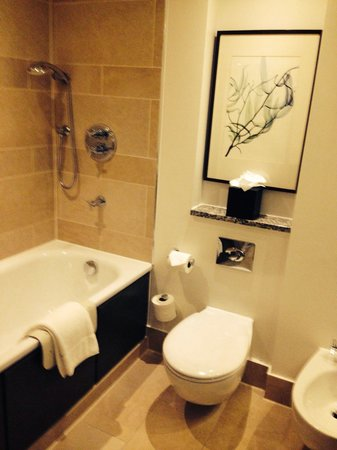 Hyatt Regency London - The Churchill : Bathroom