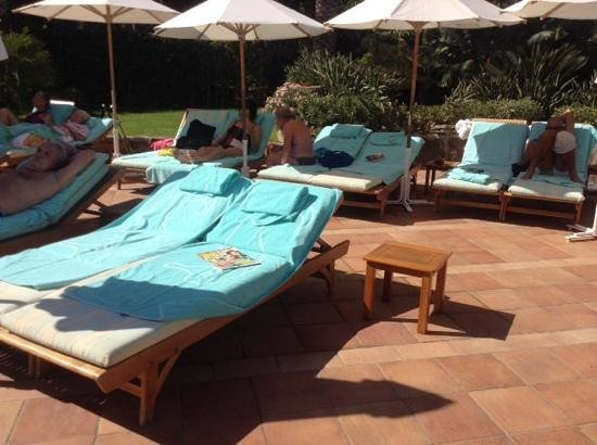 Seaside Palm Beach: sun beds left all day, from 6am till 3pm