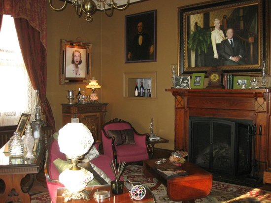 The Reynolds Mansion: living room