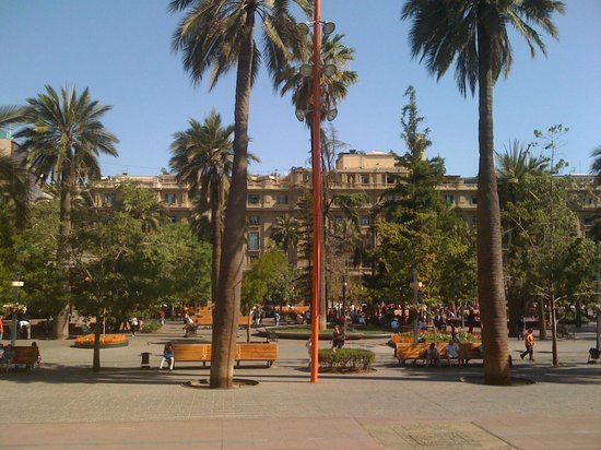 Plaza de Armas Hostel: View from the other side of plaza de Armas