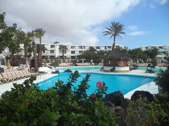 H10 Suites Lanzarote Gardens: Бассейн