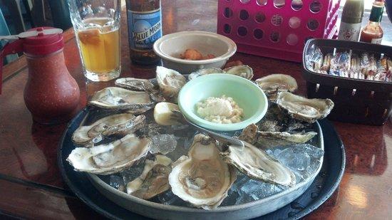 Flo's Place: Dozen oysters