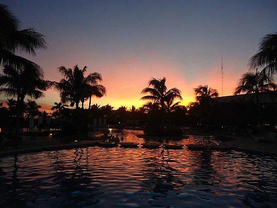 Mayan Palace Riviera Maya : piscina - por do sol