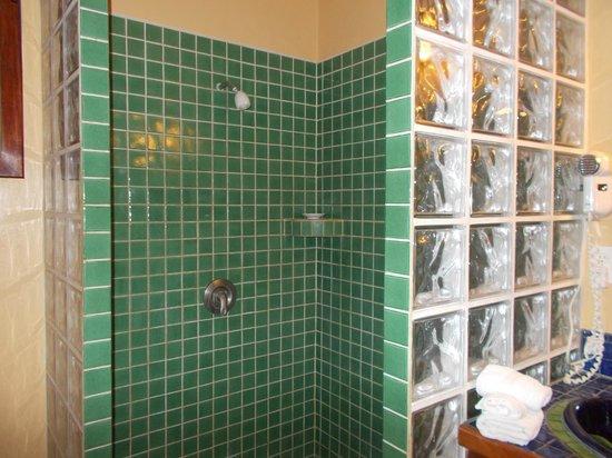 Captain Morgan's Retreat : Shower