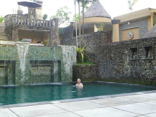 Wapa di Ume Resort and Spa: me in the pool