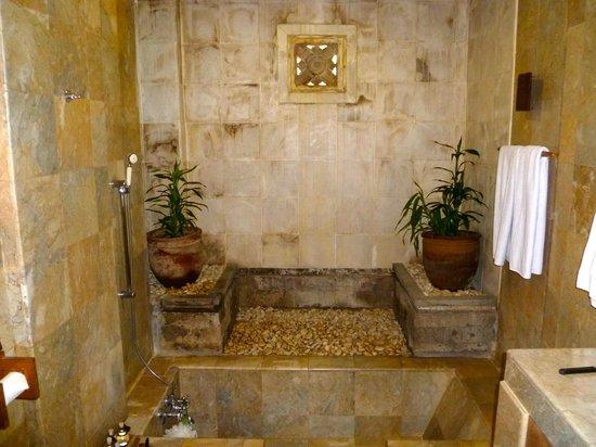 Wapa di Ume Resort and Spa: our bathroom