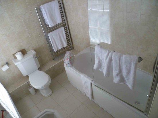 The Boathouse: Room 403 or 404 Bathroom