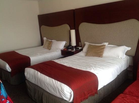 Crowne Plaza Auckland: twin double beds
