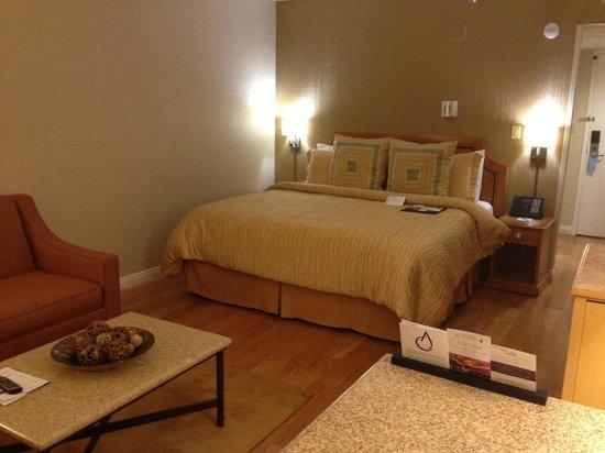 Avenue of the Arts Costa Mesa, a Tribute Portfolio Hotel: Bedroom