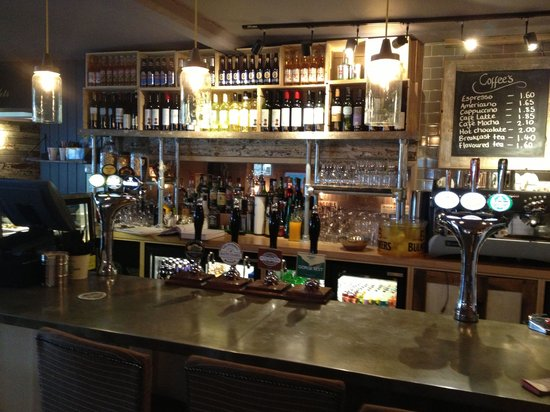 Victoria Pub And Kitchen Bath