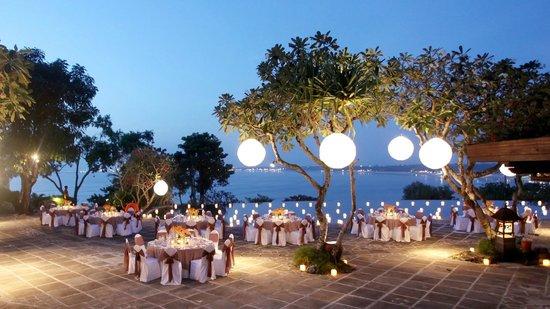 Four Seasons Hotel Alexandria: Outside