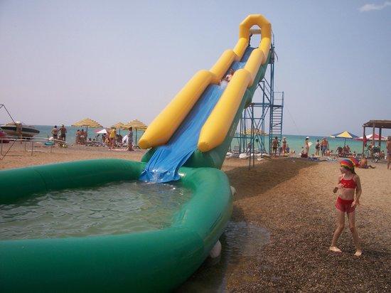 Novofederovka Beach: Горка с бассейном на пляже пгт.Новофёдоровка.