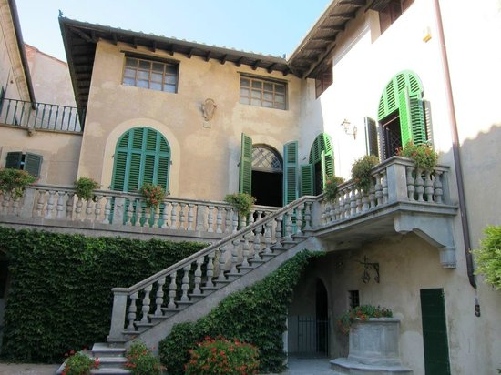 Villa Di Montelopio: main room and dining room from the courtyard