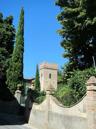 Villa Di Montelopio: the tower from outside the gate