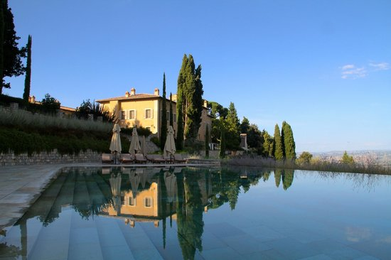 Rosewood Castiglion Del Bosco : Pool and view of main building