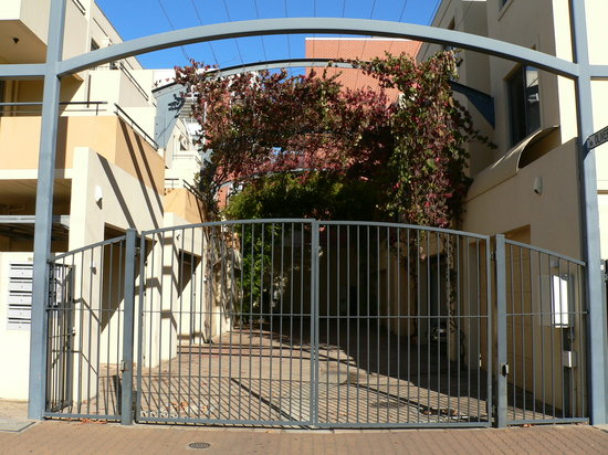 RNR Serviced Apartments Adelaide: Wakefield entrance