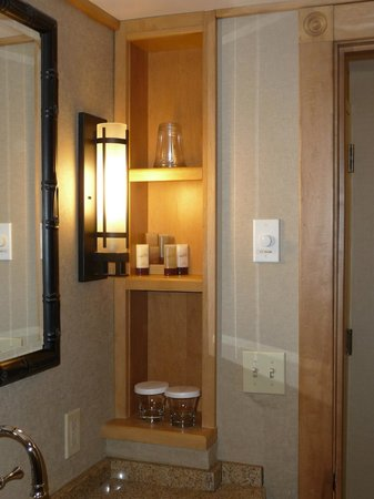 High Peaks Resort: bathroom