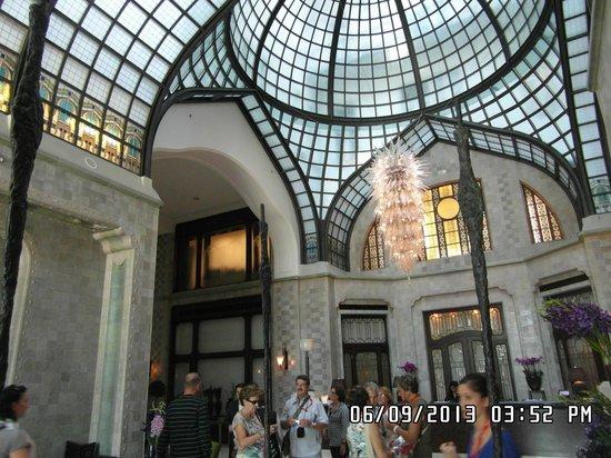 Four Seasons Hotel Gresham Palace : HALL GRESHAM PALACE