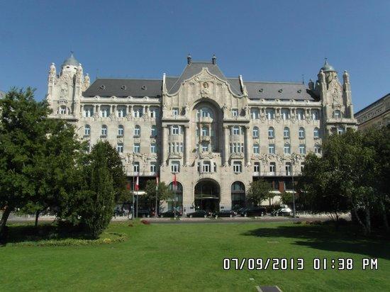 Four Seasons Hotel Gresham Palace : GRESHAM PALACE