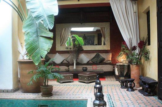 Riad Aguaviva: Sala de la planta baja