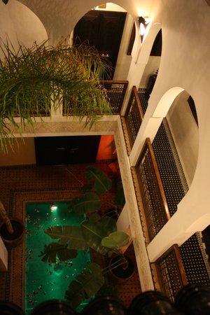 Riad Aguaviva : Vista del patio central desde la terraza