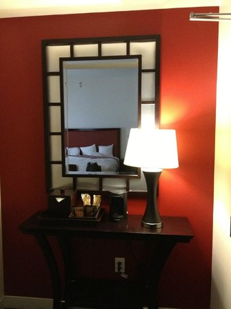Courtyard by Marriott Atlanta Downtown: hotel room