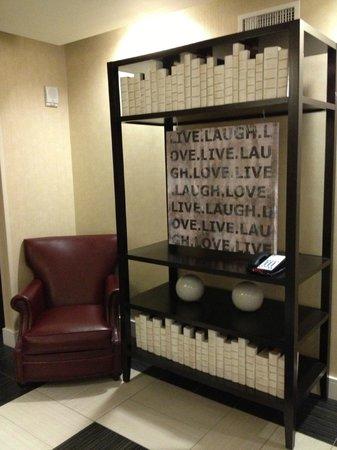 Courtyard Atlanta Downtown : elevator lobby