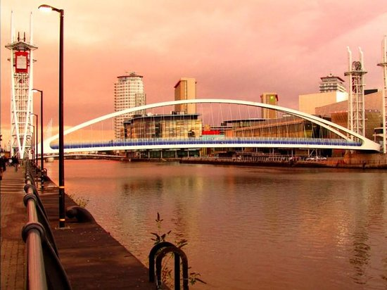 Holiday Inn Express Manchester - Salford Quays: Walk along Salford Quays to Old Trafford