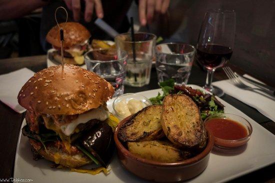 Le Mal Barré : Burger du jour : L'andalous et ses légumes marinés