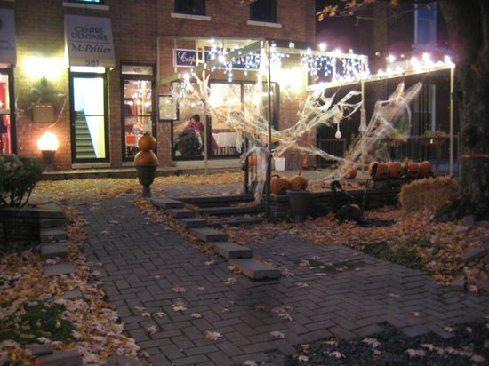 St-L: More Halloween decorations