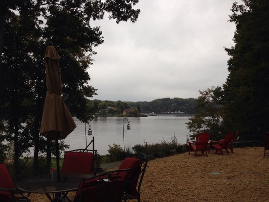 Laurel Grove Inn on the South River : Pretty even on a cold and overcast day.