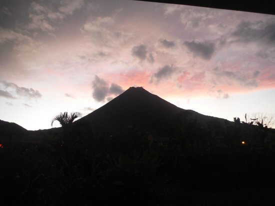 HOTEL LA PRADERA: Sunset volcano