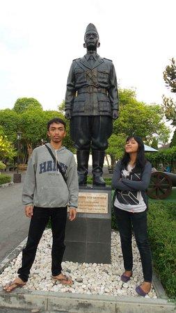 Yogyakarta Fortress Museum : Patung Jend. Oerip Soemohardjo