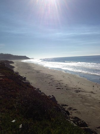 Landis Shores - An Oceanfront Bed and Breakfast Inn: View of Half Moon Bay