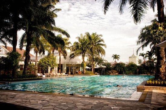 Hotel Mulia Senayan, Jakarta : 5th Pool, Jacuzzi, Spa, Fitness Area