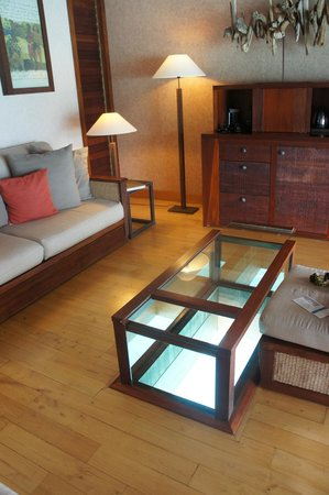 InterContinental Bora Bora Resort & Thalasso Spa: Sala com vista interna para o mar