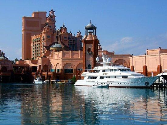 Atlantis - Harborside Resort: Yachts in the Harbour