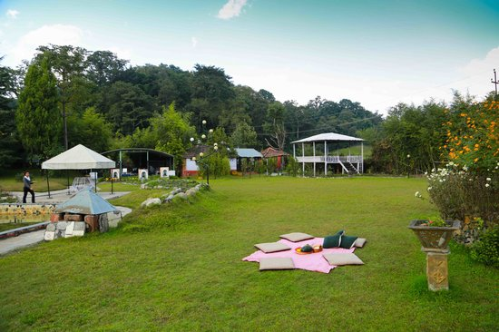 Grand Norling Hotel's Resort Country Club & Spa: Picnic facilities  within hotel garden