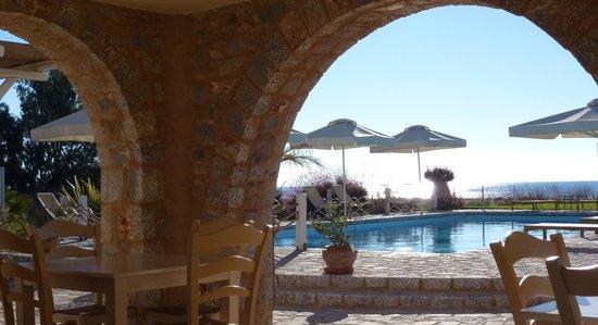 Castello Antico Beach Hotel: open breakfast area