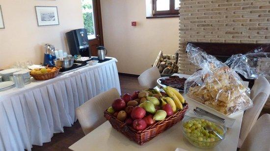 Castello Antico Beach Hotel: breakfast fresh fruits