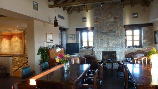 Castello Antico Beach Hotel: bar livingroom