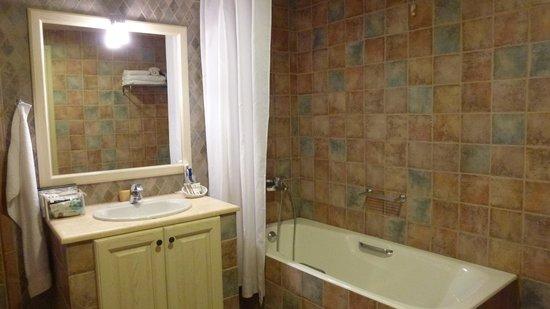 Castello Antico Beach Hotel: bathroom