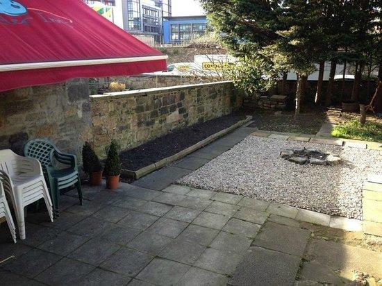 Light House Hostel: Back garden