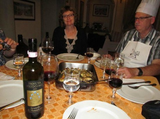 B&B Vicolo della Scala: Time to eat our Tuscan meal