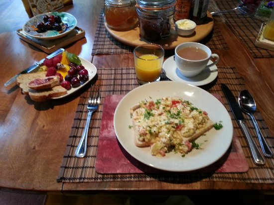 Bed & Breakfast at Shaw Lodge: Breakfast